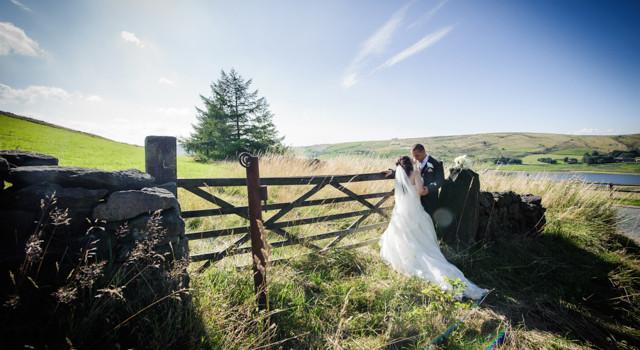 Sunshine and Countryside wedding in Saddleworth