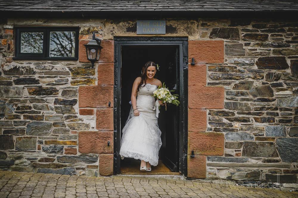 bride in doorway documentary natural photos
