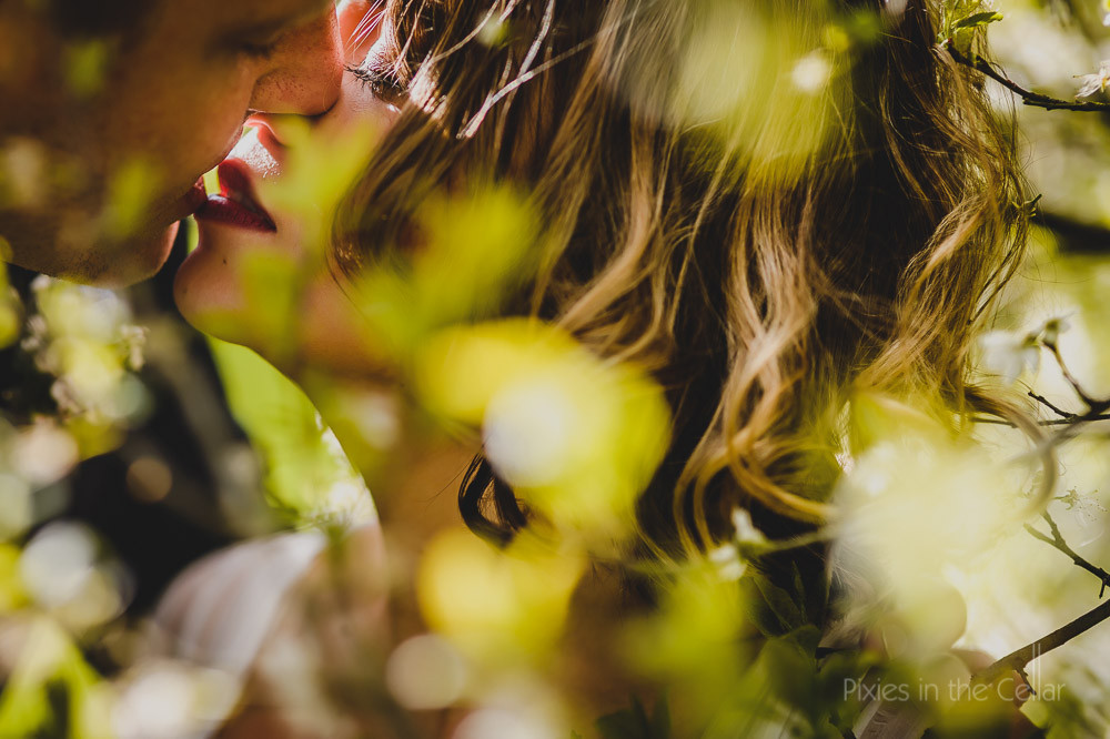 spring wedding couple kissing