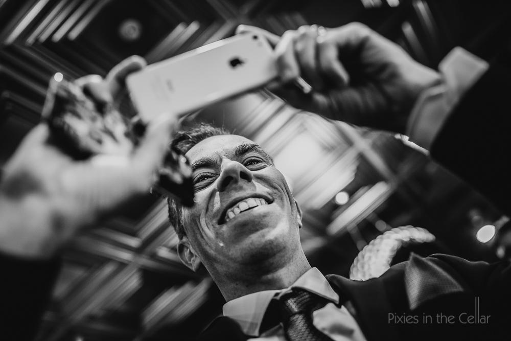 wedding guests apple iphone