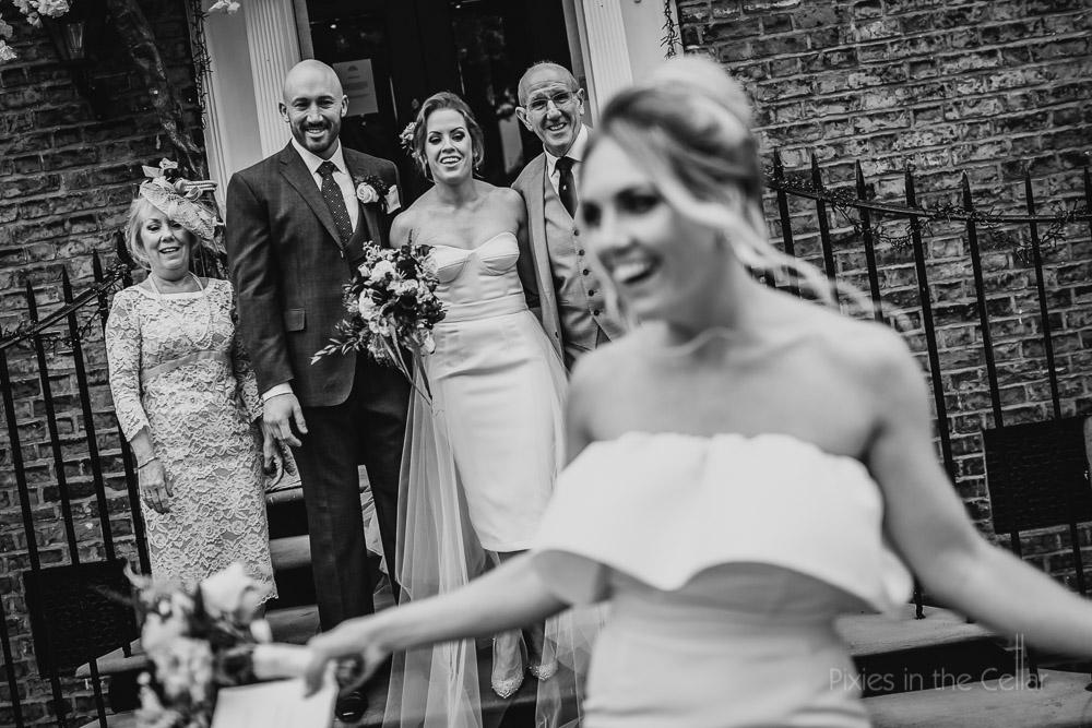 photobombing wedding photos