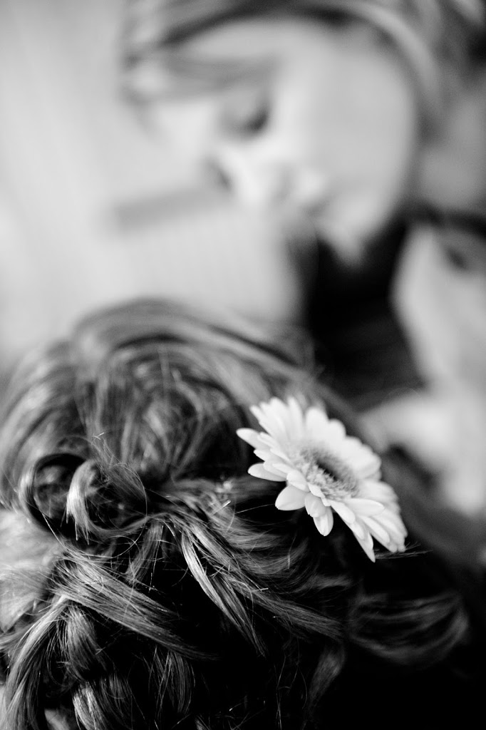Gerbera hair detail wedding photo