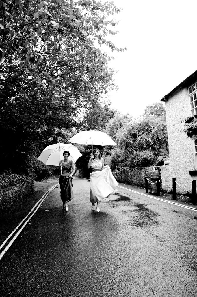 Peak District rainy wedding with umbrellas