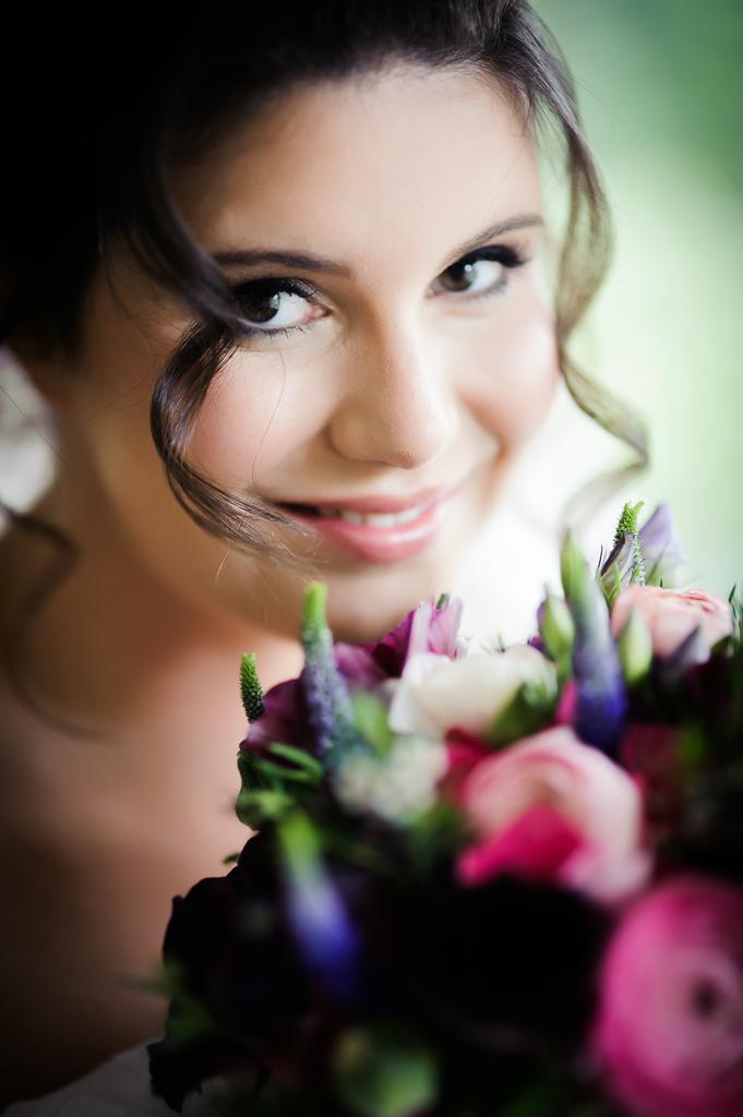 bride and bouquet close up