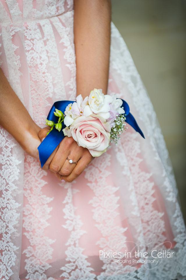 bridemaid flower corsage rose gypsophila