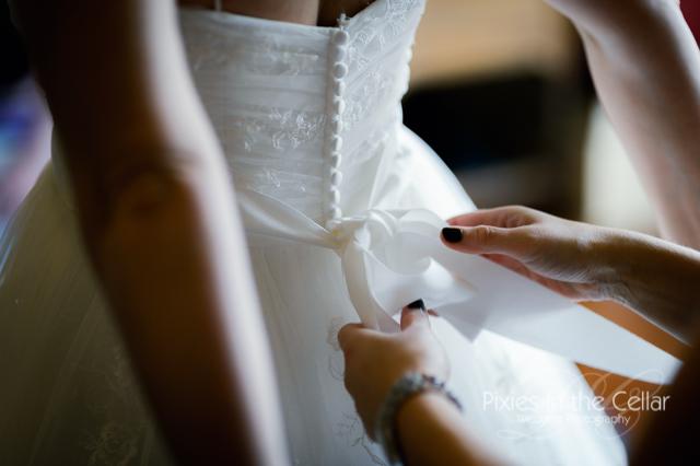 tying wedding dress ribbon