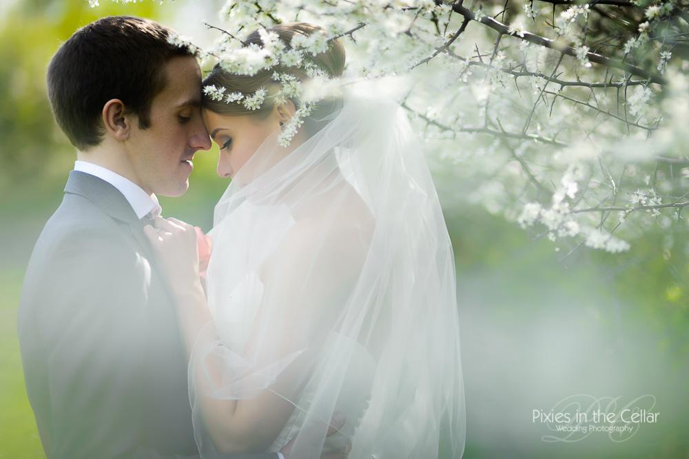 best spring wedding portrait moments