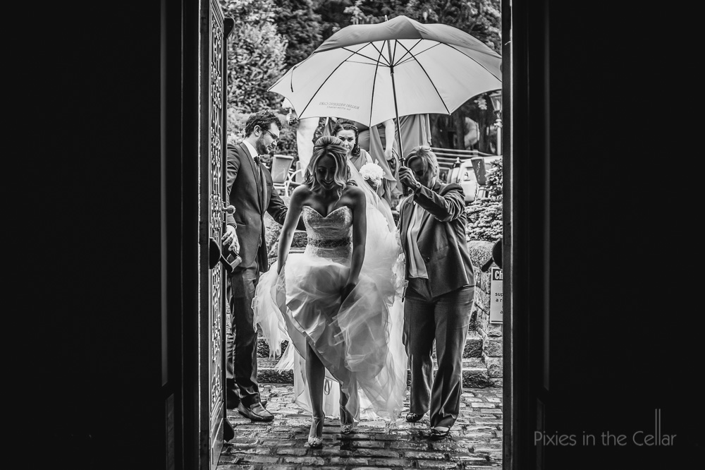 bride arrival in the rain