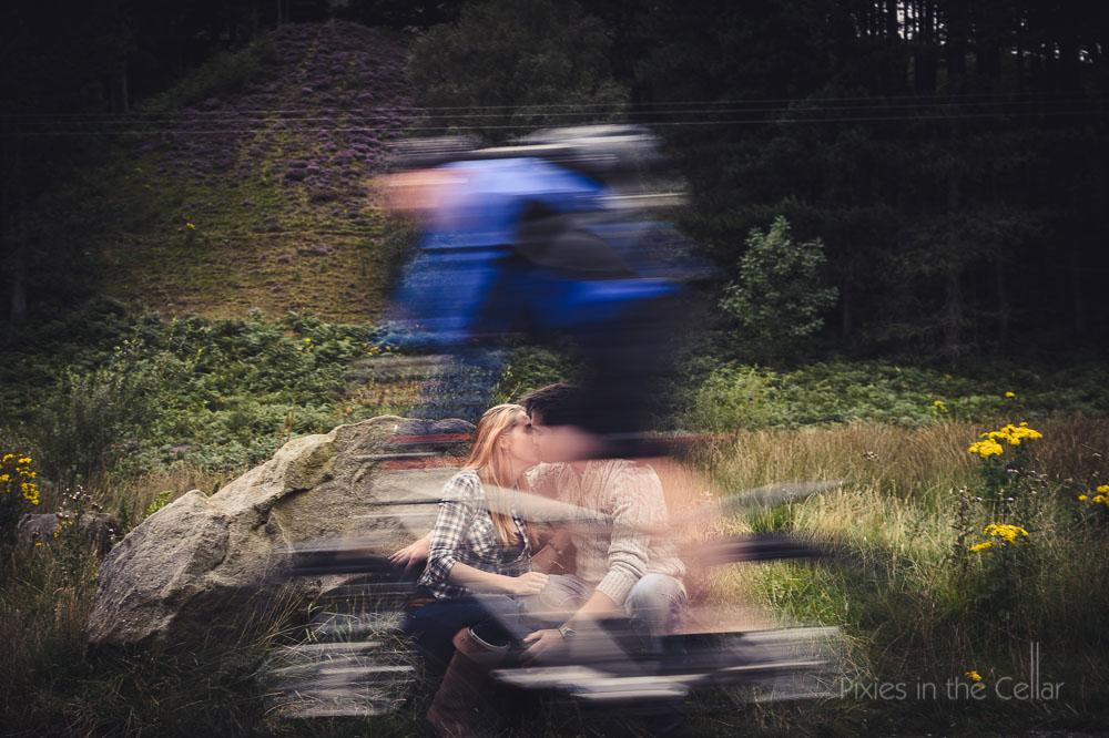 cyclist and eshoot couple