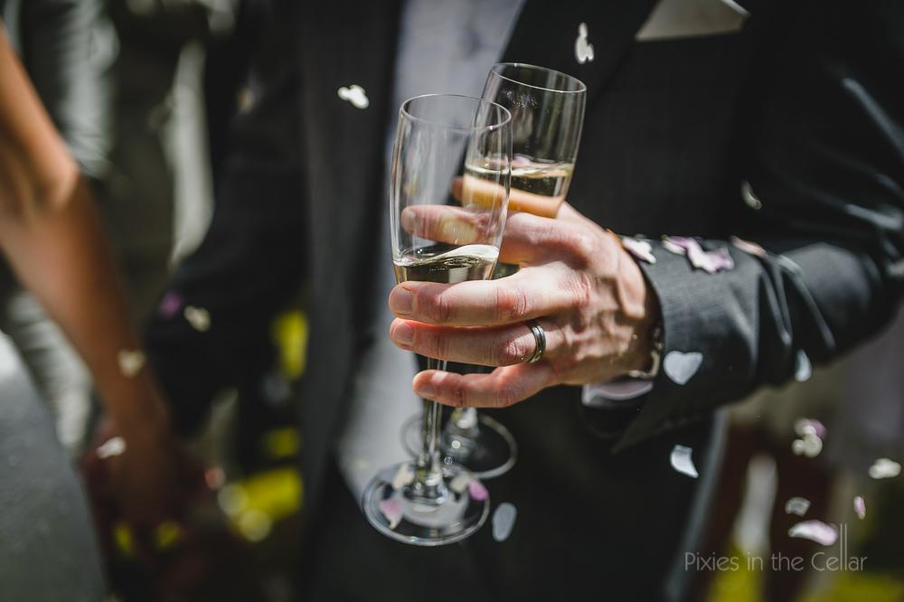champagne glasses confetti