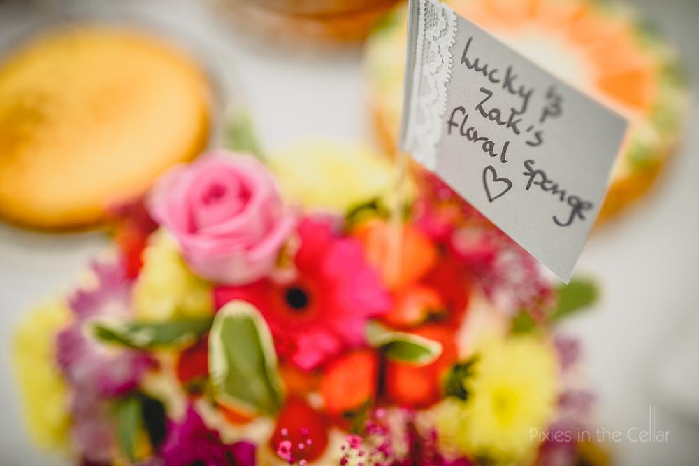 wedding cakes label flowers