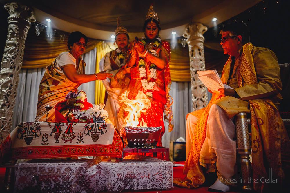 hindu wedding photographer fire rice
