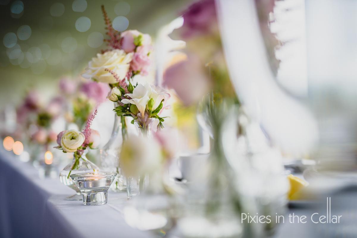 light bright wedding table flowers