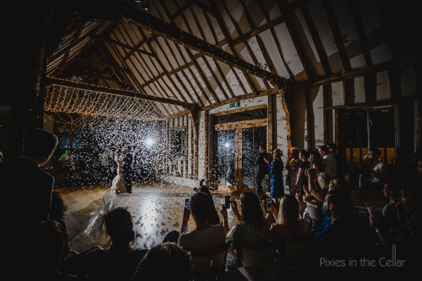 WEdding first dance with confetti canon
