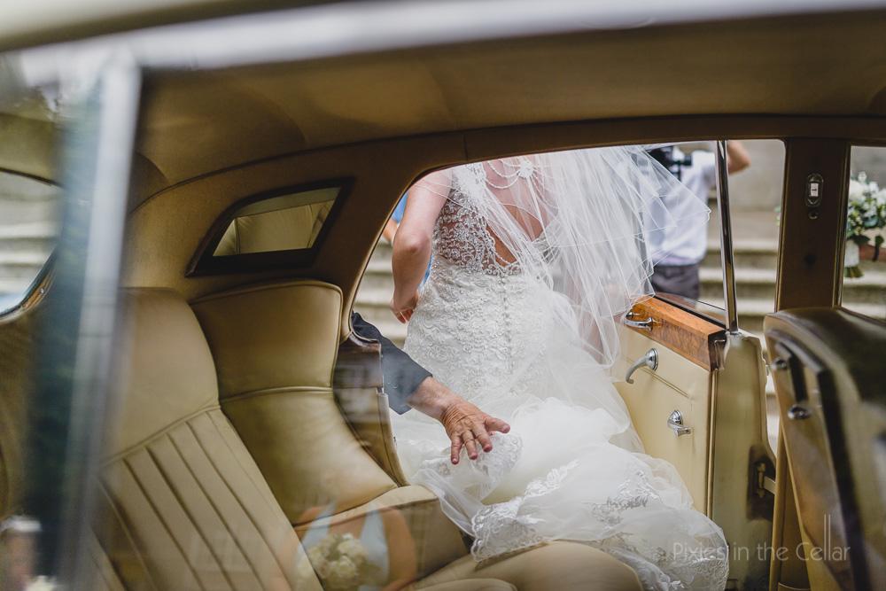 bride just arrives