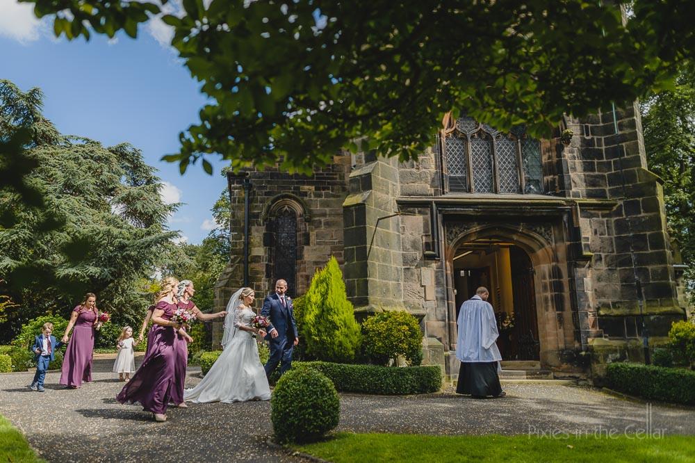groom and bride meet