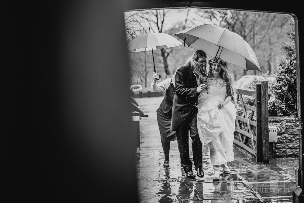 love the rain English wedding day