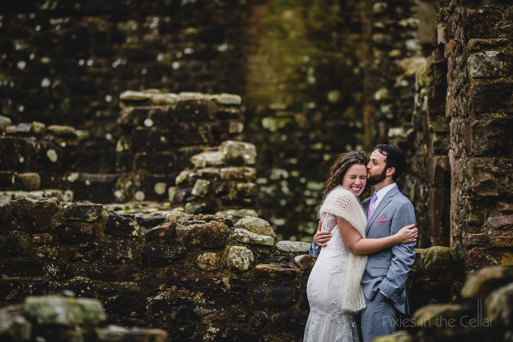 castle wedding photos american couple in england