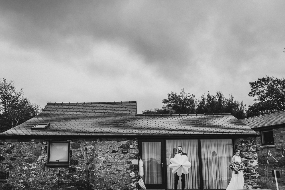 welsh cottages wedding in the rain