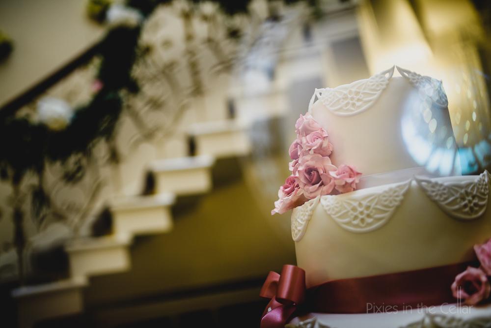 wedding cake pink roses