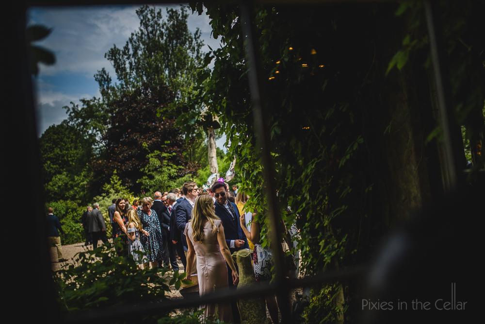 fly-on-the-wall wedding photos