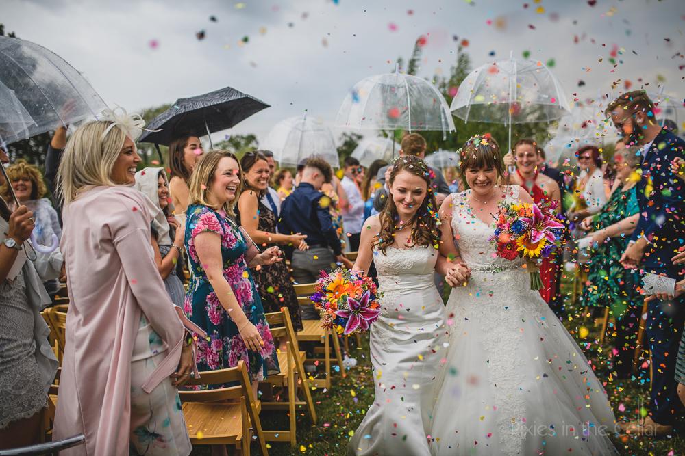 kingsacre outdoor ceremony rainy confetti