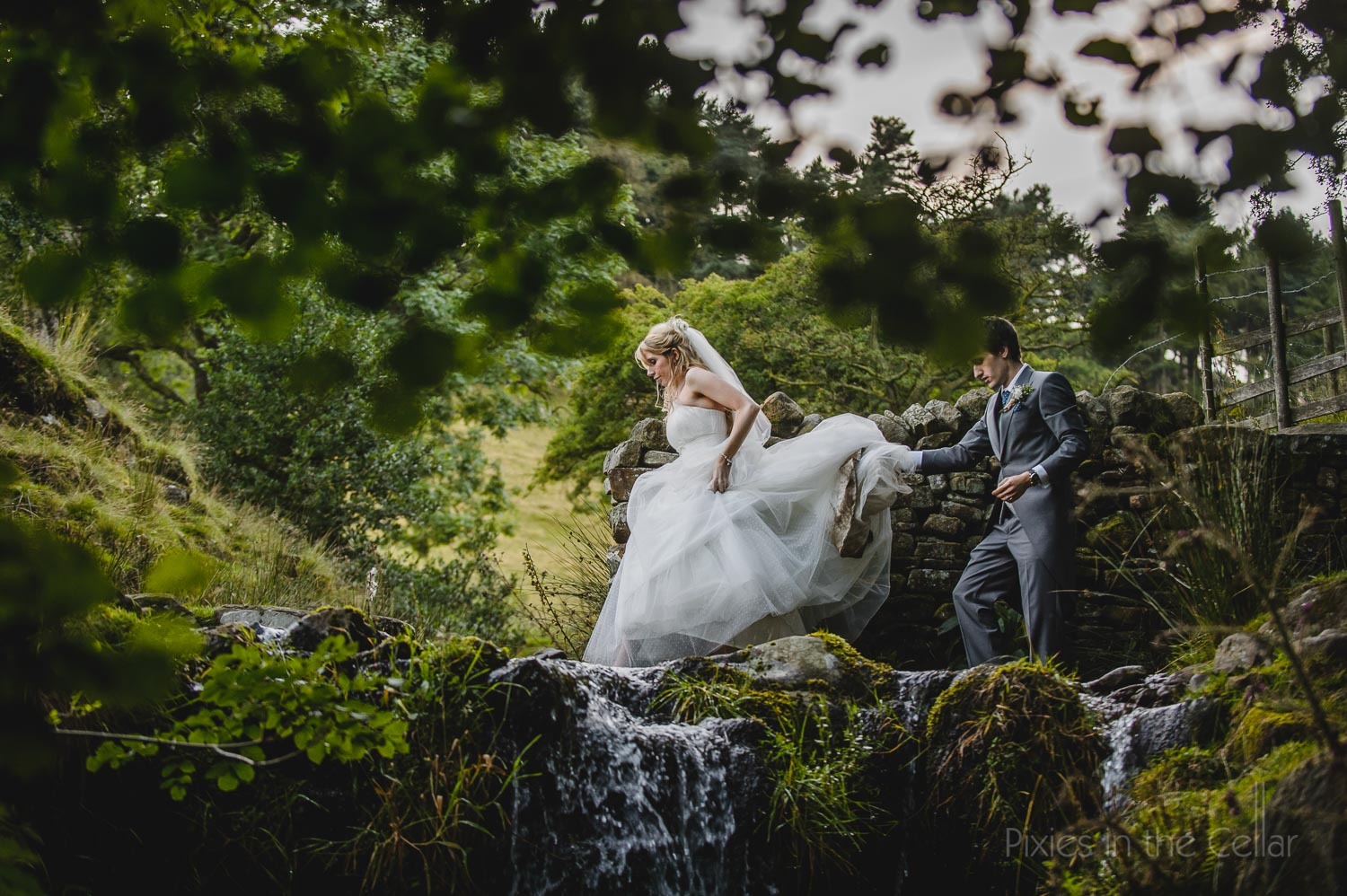 Countryside wedding Edale Gatering top Derbyshire glamping venue