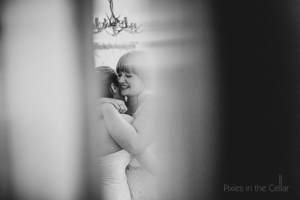 documentary wedding photography natural unobtrusive