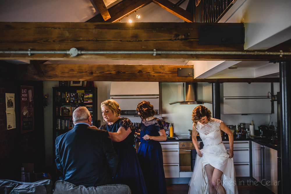real unposed wedding moments