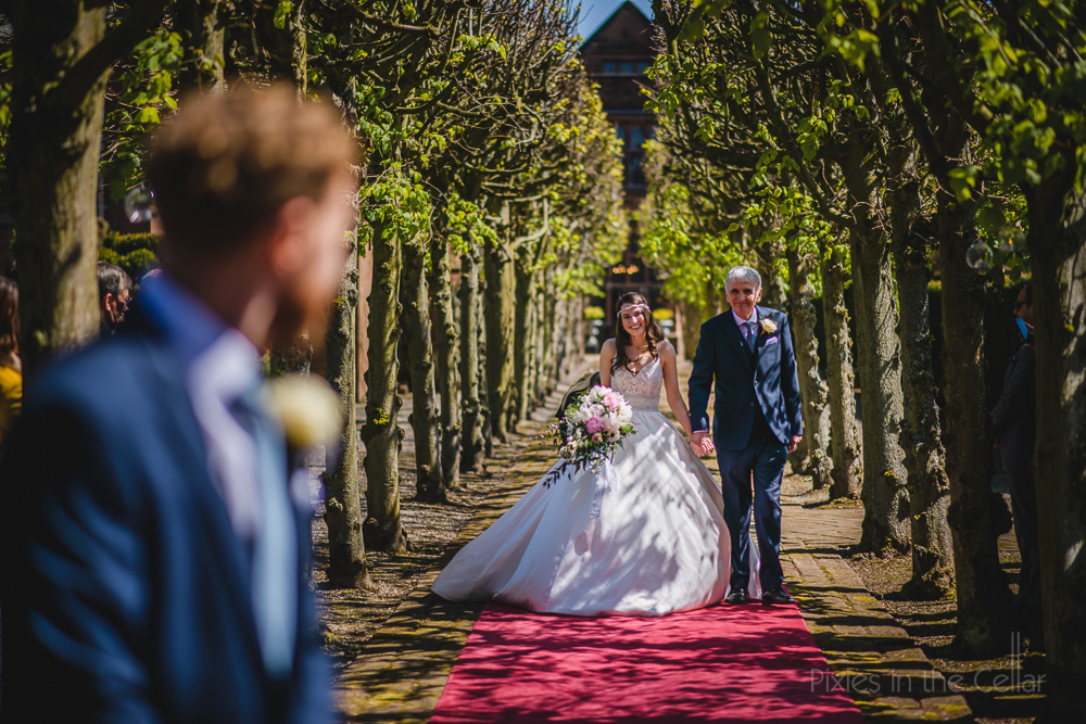 Thornton Manor wedding outdoor ceremony