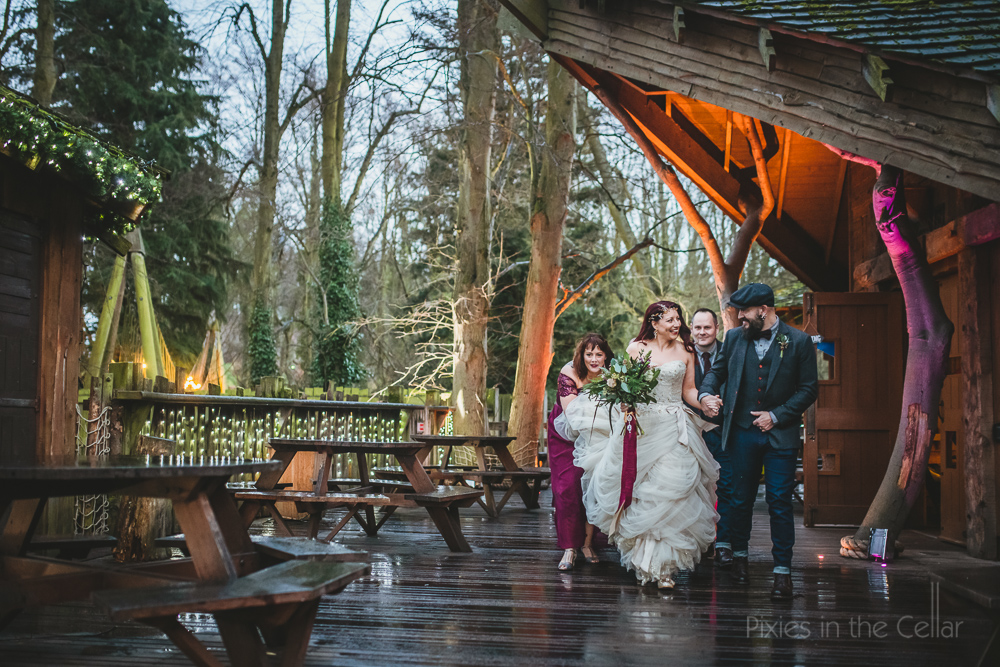 winter wedding treehouse ceremony