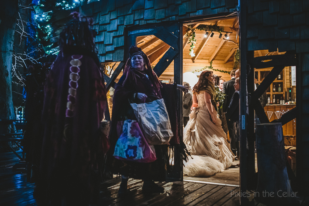 winter wedding lighting natural photos