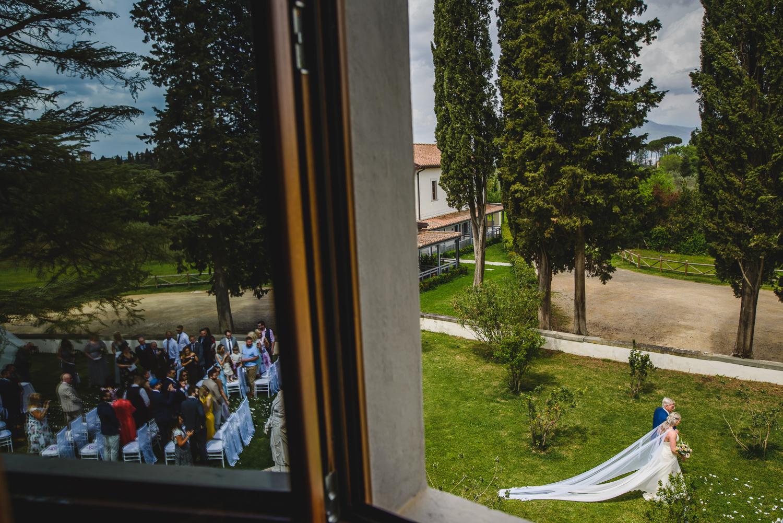 villa tolomei wedding outdoor ceremony