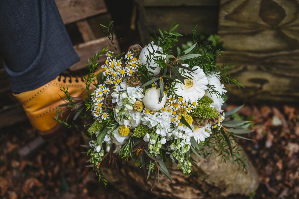 wedding flowers natural whites daisies